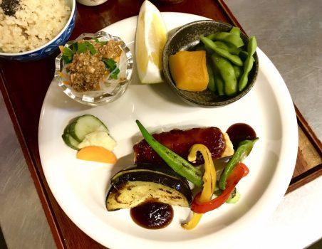ビタミンカラーの夏野菜と豆腐のステーキ