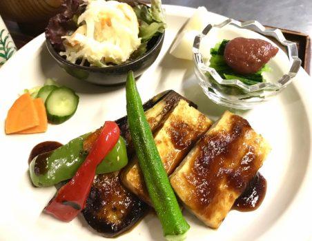 ベジBBQソースで食べるステーキ